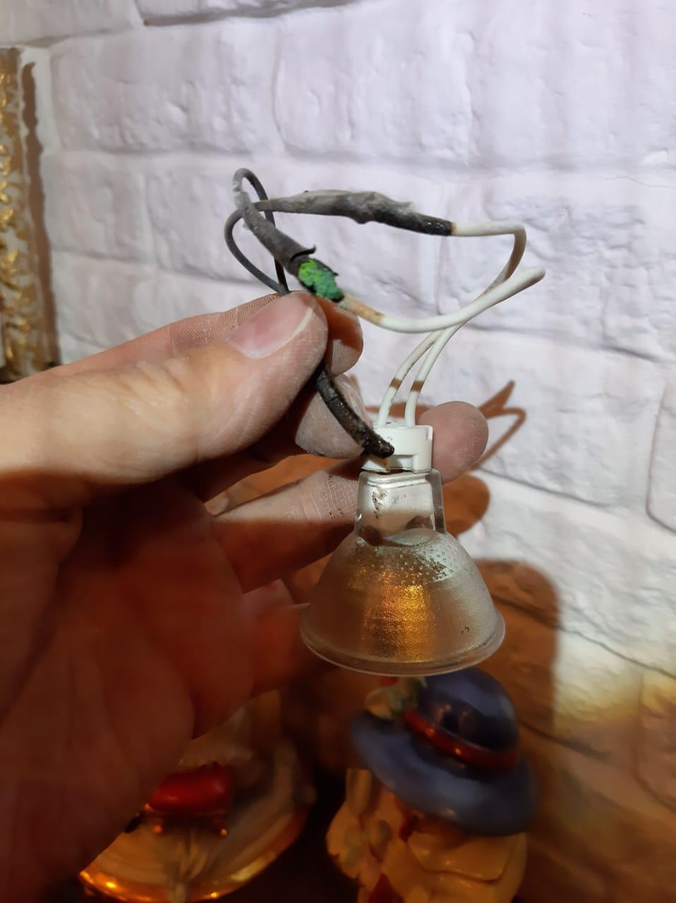 Срочный вызов электрика в квартиру из-за короткого замыкания в системе освещения