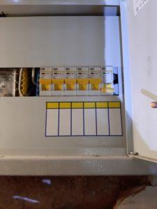 Вызов аварийного электрика в квартиру из-за отключения электричества