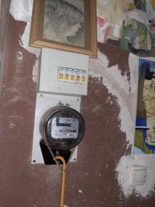 Срочный вызов электрика в квартиру из-за отключения электричества после короткого замыкания